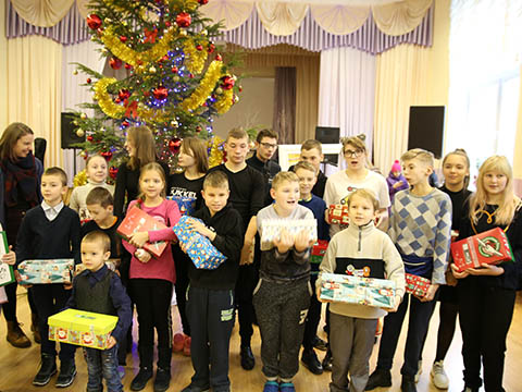 Group with shoebox gifts