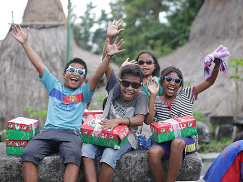 group cheers with shoebox gifts