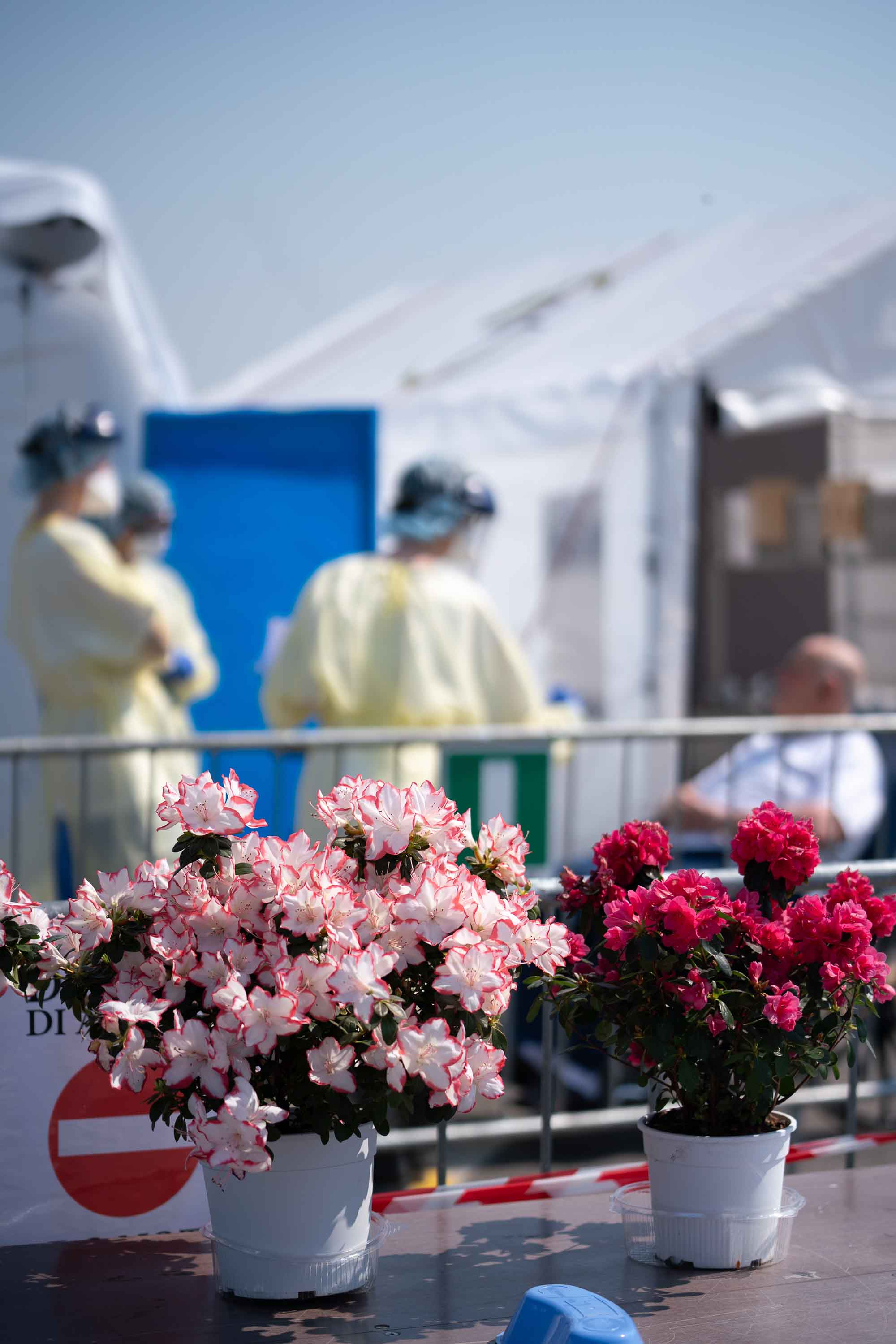 Donated flowers brightened spirits at the SP field hospital in Cremona, Italy during Easter week.